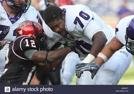 TCU Marshall Newhouse loses his helmet and continues to play ...