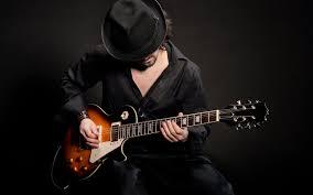 تحميل خلفيات الرجل عازف الجيتار الغيتار قبعة عريضة 6908x4322 جودة عالية Hd صور خلفيات