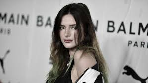 actress bella thorne s ian make out
