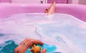 Resultado de imagen de banarse en la bañera