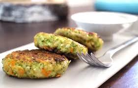 Vegetarische Low Carb Brokkoli-Karotten-Burger   Foodonauten.de
