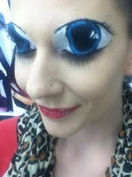 big eyes d a face painting art