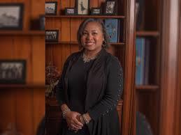 YWCA Women of Distinction Winner / Dr. Wendy Adams | RiverBender.com