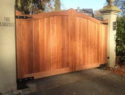 Garden Decor Creative Timber Wooden Driveway Gate For Your Outdoor Home Decorating Design Ideas Outdoor De Wooden Gate Designs Wooden Gates Fence Gate Design