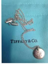 letter b round pendant necklace