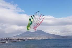 Frecce Tricolori ora su Napoli: spettacolo tricolore sul Golfo