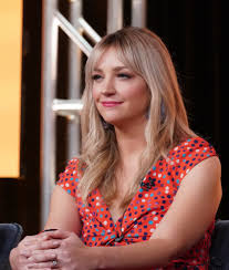 SNL' Star Abby Elliott's New Show 'Indebted' Has This In Common ...