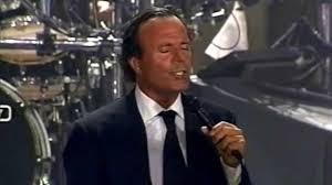Julio Iglesias - Se Mi Lasci Non Vale [Live in Italy, 2001] - YouTube