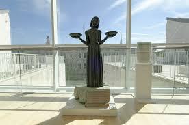 famous bird girl sculpture still on