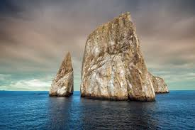 Escalando rochedos marítimos