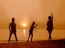 File:Children say goodbye to the Sun.jpg - Wikimedia Commons