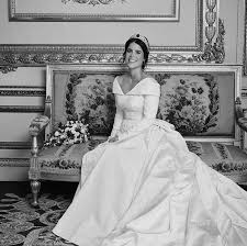 Pin by Therese West on Princess eugenie in 2020   Royal wedding gowns,  Royal wedding dress, Eugenie wedding
