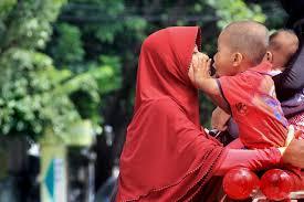 صور لـ طفل مضحك قبلة مرحلة الطفولة له قليل فتاة