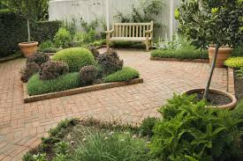 organize a pretty small garden space