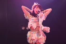 AKB48チーム8坂口渚沙「みんなを輝かせられるセンターになりたい!」キュート&セクシーにも挑戦:新公演『その雫は、未来へと繋がる虹になる。』 |  OKMusic