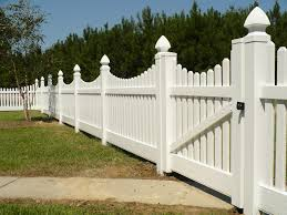 Scalloped Picket Fence With Gate Modern Fence Design Wooden Gates Driveway Front Yard Fence