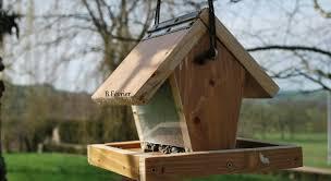 3 idées de mangeoires à oiseaux à
