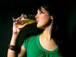 Resultado de imagen para mujer de calle, toma una copa conmigo
