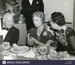 HELEN KELLER en 1940 avec clinicien Dr Donald Van Slyke et ...