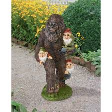 garden gnomes bigfoot statue