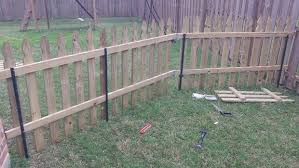 Building A Semi Permanent Fence Diy Garden Fence Diy Dog Fence Temporary Fence For Dogs