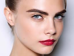 how to pull off a bold makeup look