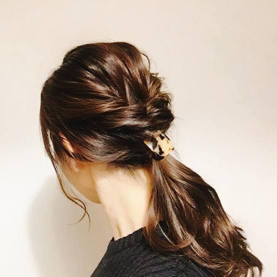お通夜 髪型 女性ロング