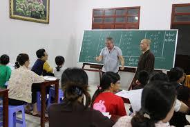 Lớp học tiếng Anh miễn phí của ông thầy Tây tại chùa Từ Quang ...
