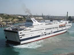 Passeggero si rompe il femore, la nave Splendid rientra nel porto ...