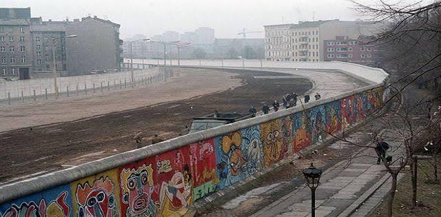 """berlin wall ile ilgili görsel sonucu"""""""