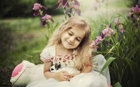 بنت ماسكه ورد اروع صور لفتاة تحمل الورد الحبيب للحبيب