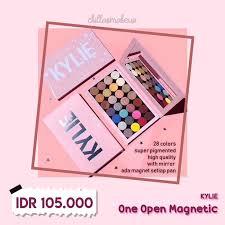 open magnetic eyeshadow palette