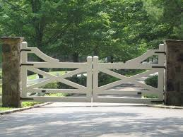 5 Awesome Farmhouse Driveway Entrance Gate Ideas Decoredo