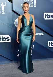 2020 SAG Awards Red Carpet: Scarlett Johansson Shines in Plunging Dress