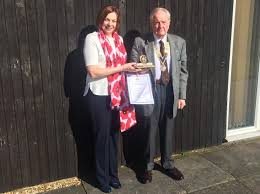 Dunstable make Award to Mrs Melanie Parker - Rotary District 1260