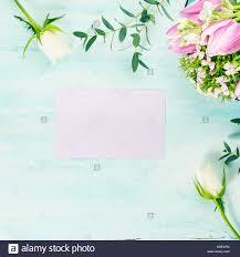 Vacia La Tarjeta Purpura Flores Rosas Tulipanes Primavera Fondo De