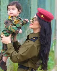 صور بنات بالزي العسكري