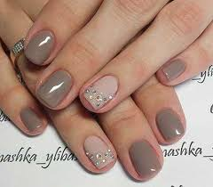 um and short nails for stylish las