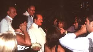 Adnan Khashoggi, once king of the Marbella jet set, has died in London .  Sur in English