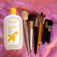 how to wash makeup brushes helene