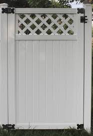 Yardworks Belmont 6 X 3 6 White Lattice Top Vinyl Fence Gate At Menards