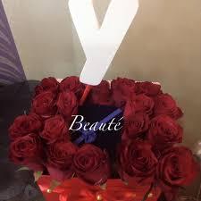 Beaute بوكس ورد طبيعي مع حرف Y خشبي تتوسط الورود علبه Facebook
