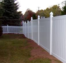 This Combination Of Vinyl Picket Fencing And Privacy Fencing Are The Perfect Pairing Of Style And Function Vinyl Picket Fence Vinyl Fence Cost Vinyl Fence