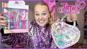 the jojo siwa makeup line has been