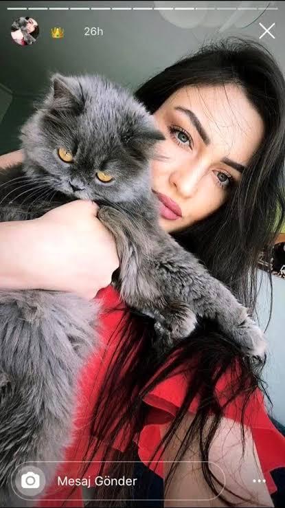 """Erkek arkadaşının evinde ölü bulunan anestezi teknikeri Ayşe Karaman'ın ölmeden önce farklı tarihlerde çektiği ve sosyal medya hesabından paylaştığı görüntüler ortaya çıktı. ile ilgili görsel sonucu"""""""