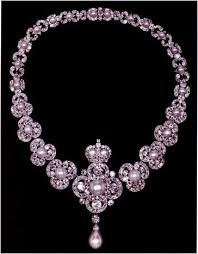 the queen s jewelry collection the