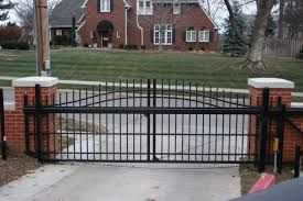 Buyer S Guide To Choosing A Cantilever Sliding Gate The American Fence Company