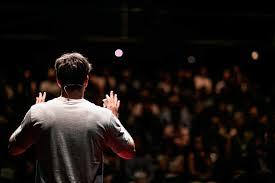 Como se comportar no palco durante uma apresentação em público ...