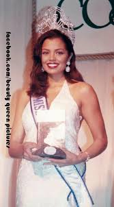 Chelsi Mariam Pearl Smith - USA - Miss Universe 1995 | Miss universe 1995,  Pageant, Wedding dresses lace