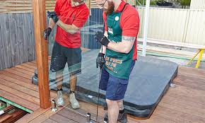 install a frameless glass pool fence
